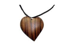 _0011_Dřevěný přívěšek-srdce-ořech