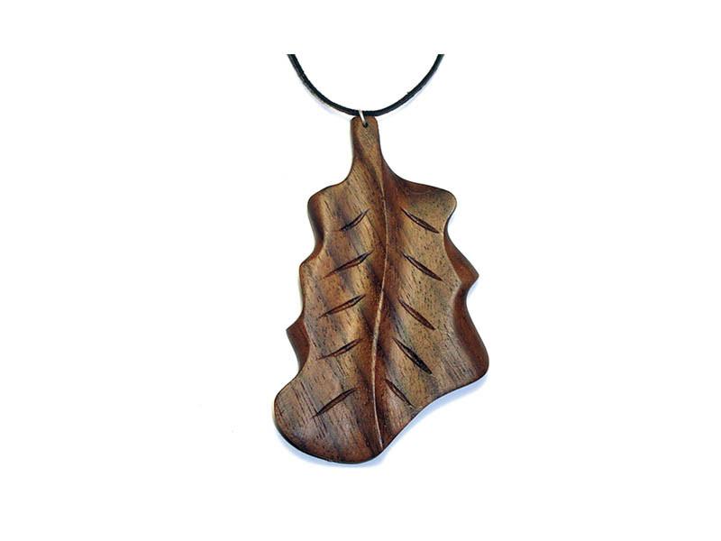 _0024_Dřevěný přívěšek-list dubový-ořech