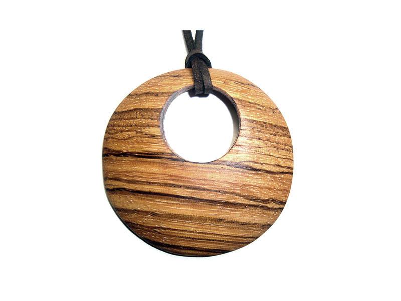 _0025_Dřevěný přívěšek-kruh-zebrano