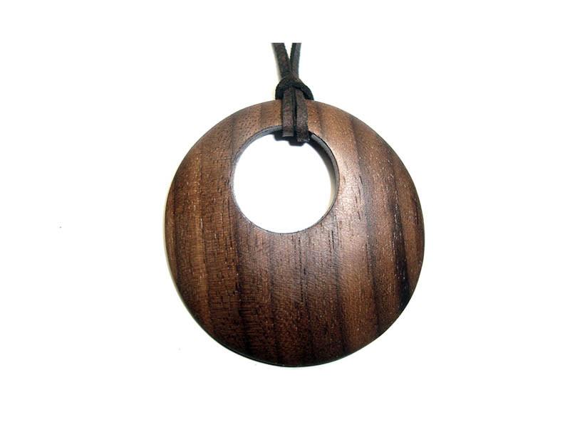 _0030_Dřevěný přívěšek-kruh-ořech
