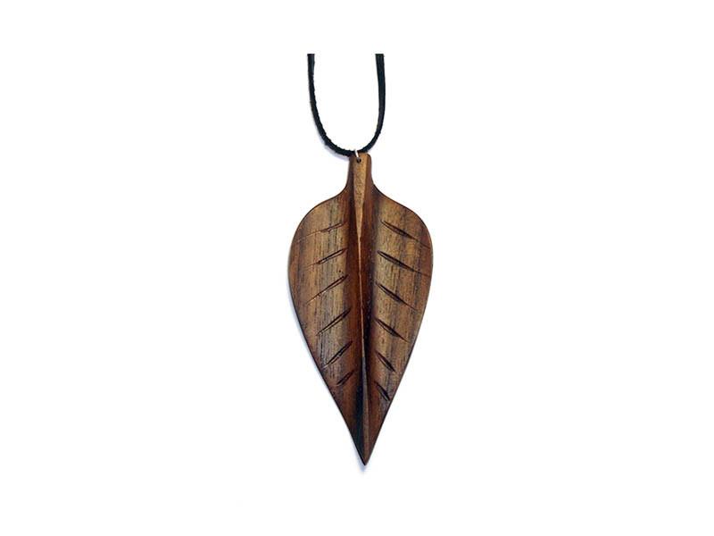 _0035_Dřevěný přívěšek-bukový list-ořech