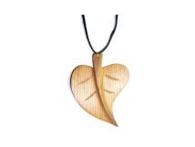 _0041_Dřevěný přívěšek - lipový list - třešeň
