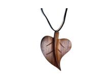 _0044_Dřevěný přívěšek - lipový list - ořech