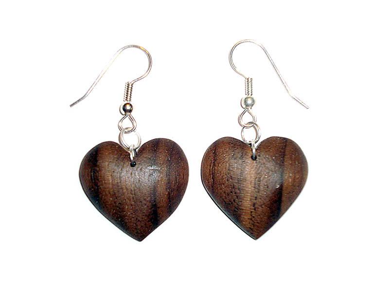 _0058_Dřevěné náušnice-srdce-ořech