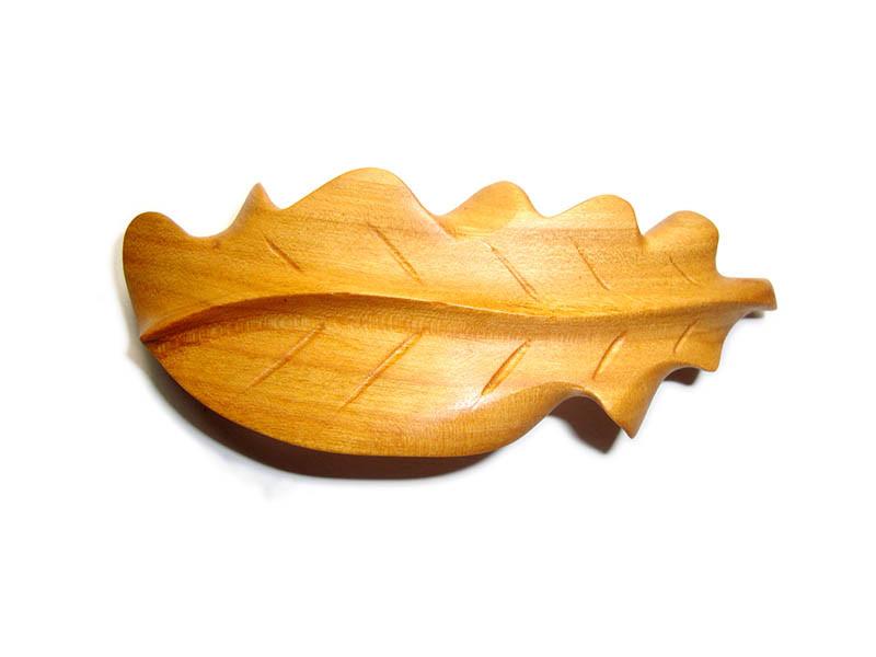 _0159_Dřevěná spona - dubový list - třešeň