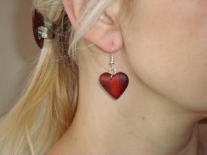 Dřevěné náušnice-srdce-ukázka