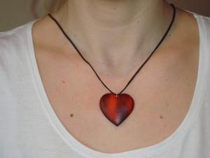 Dřevěný přívěšek-srdce-ukázka